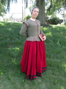 The jacket and petticoat combination, worn over a smock and with or without boned bodies underneath, was the standard dress of workaday women at the turn of the 16th century.