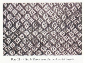 Close-up of the mixed linen-and-wool fabric worn by a servant of Eleanora de Toledo. Taken from the book La Granduchessa.