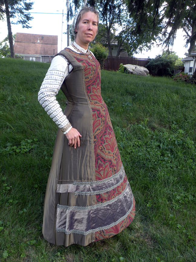 Kirtle And Flemish Gown C 1570s